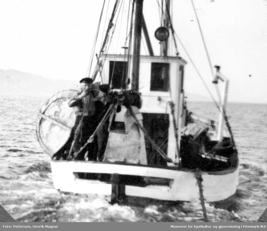 Evakuering 1944. Jentoft Andersen ombord i båten sin