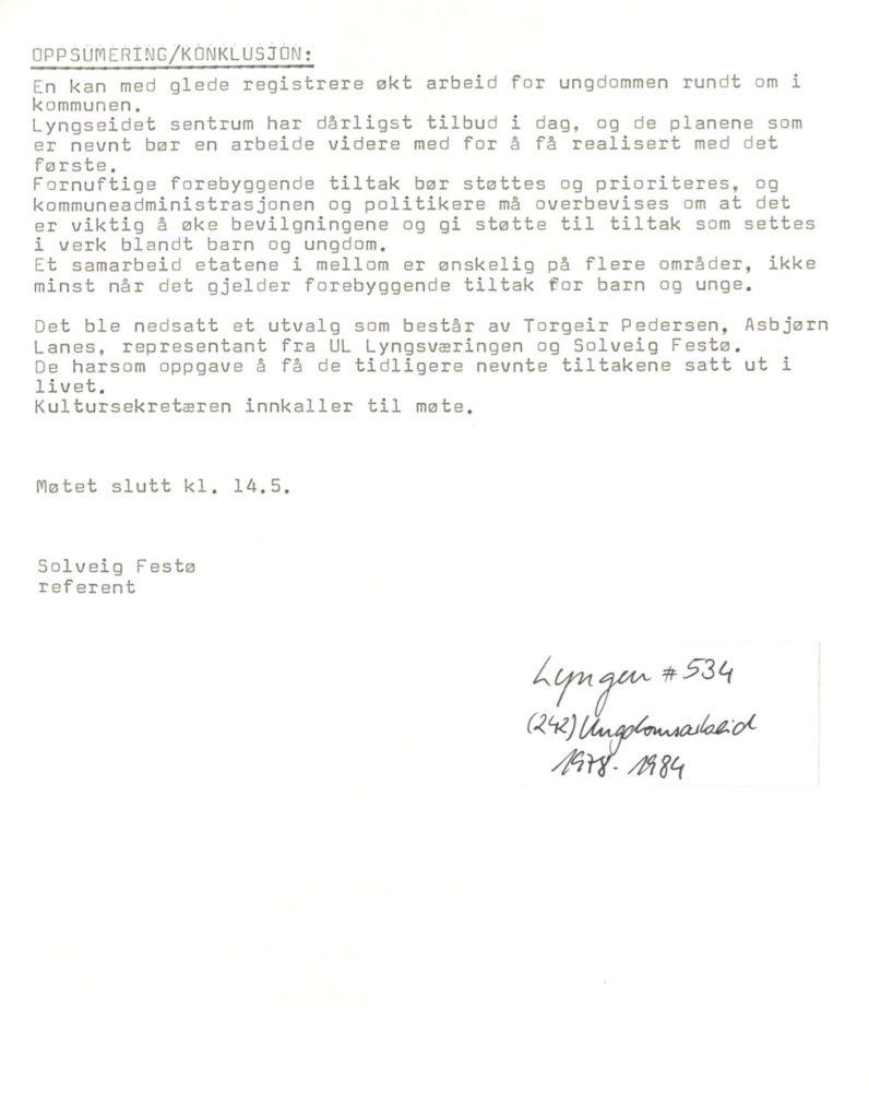 Om ungdomssituasjonen i Lyngen. Ungdomsarbeid 1978 -1984, Lyngen kommune. Foto: Arkiv Troms