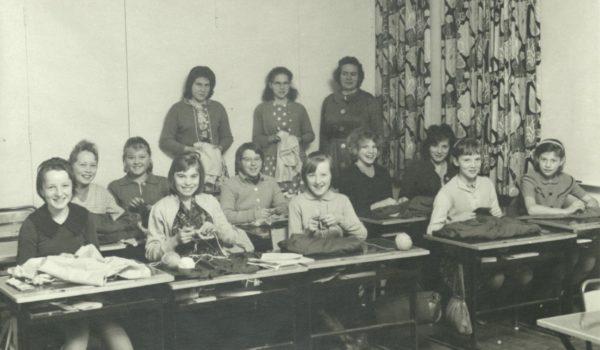 Håndarbeidsklasse Tranøy 1960-tallet. Tranøy kommune Foto: Arkiv Troms